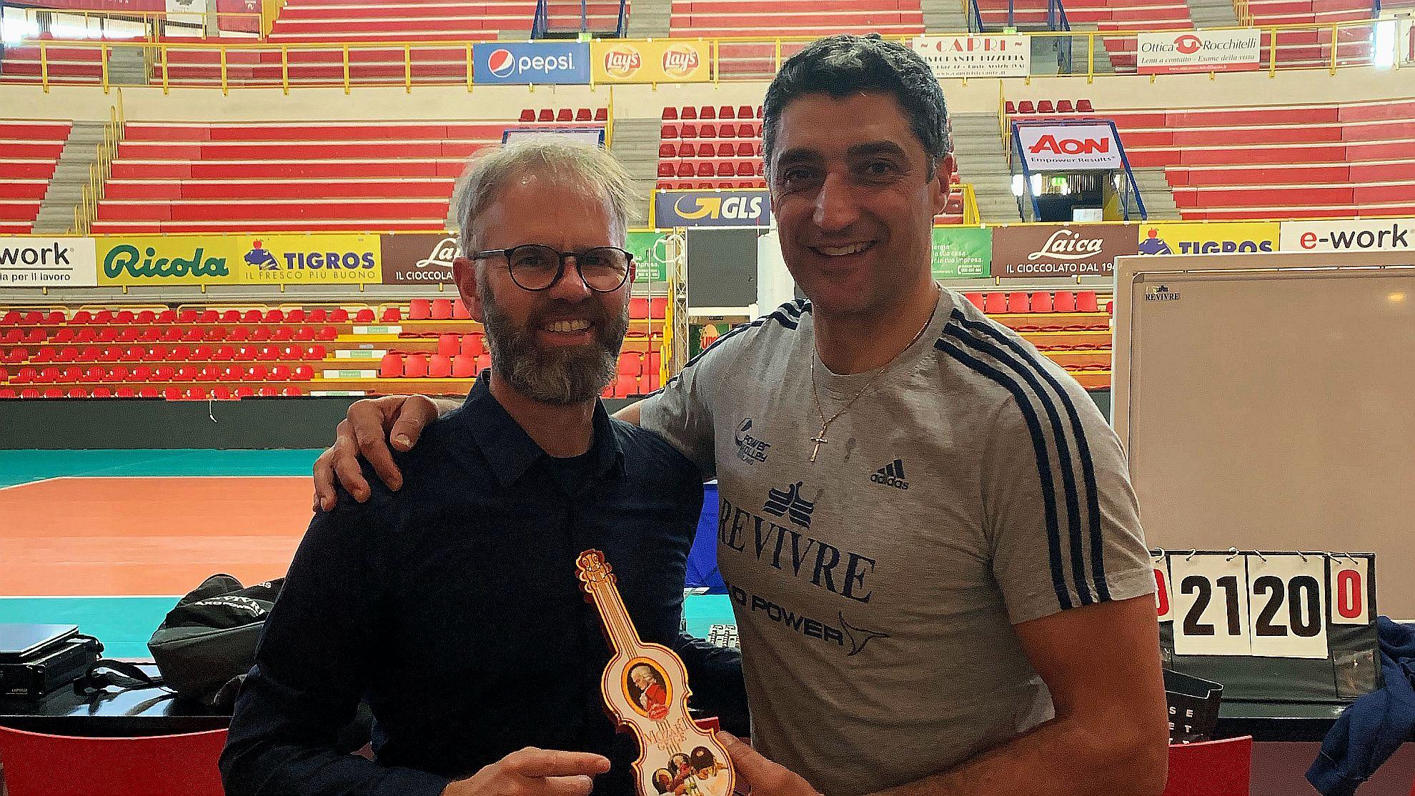 ÖVV-Teamchef Michael Warm mit DVV-Headcoach Andrea Giani