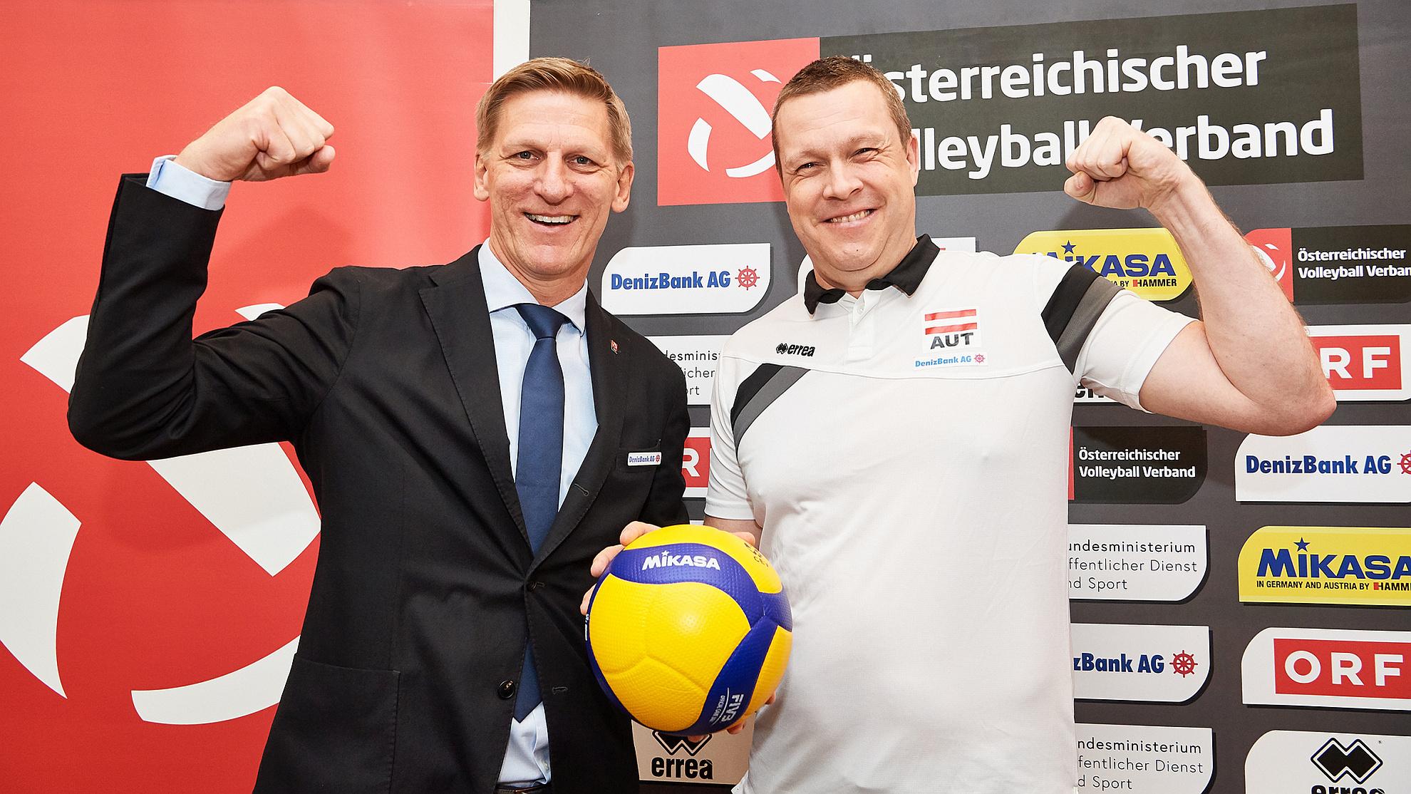 ÖVV-Präsident Gernot Leitner mit Neo-ÖVV-Headcoach Radovan Gačič - FOTO © ÖVV/Leo Hagen